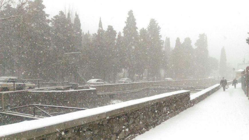 ФОТО: Ялту завалило снегом, фото-25