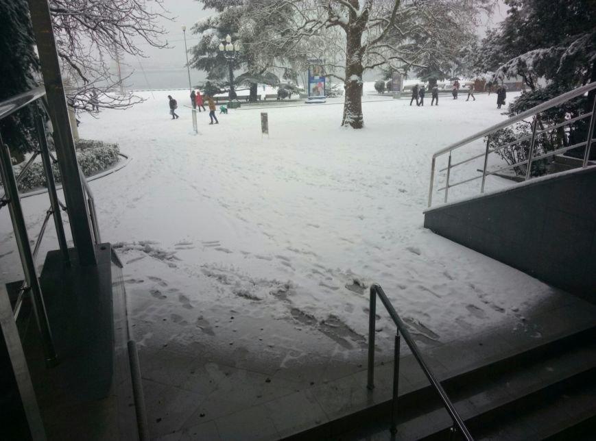ФОТО: Ялту завалило снегом, фото-30