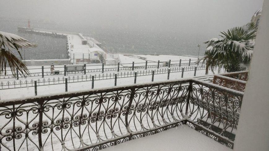 ФОТО: Ялту завалило снегом, фото-21