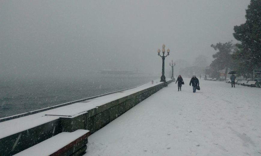 ФОТО: Ялту завалило снегом, фото-4