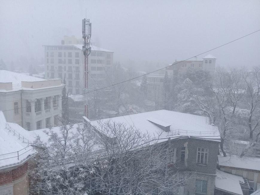 ФОТО: Ялту завалило снегом, фото-10