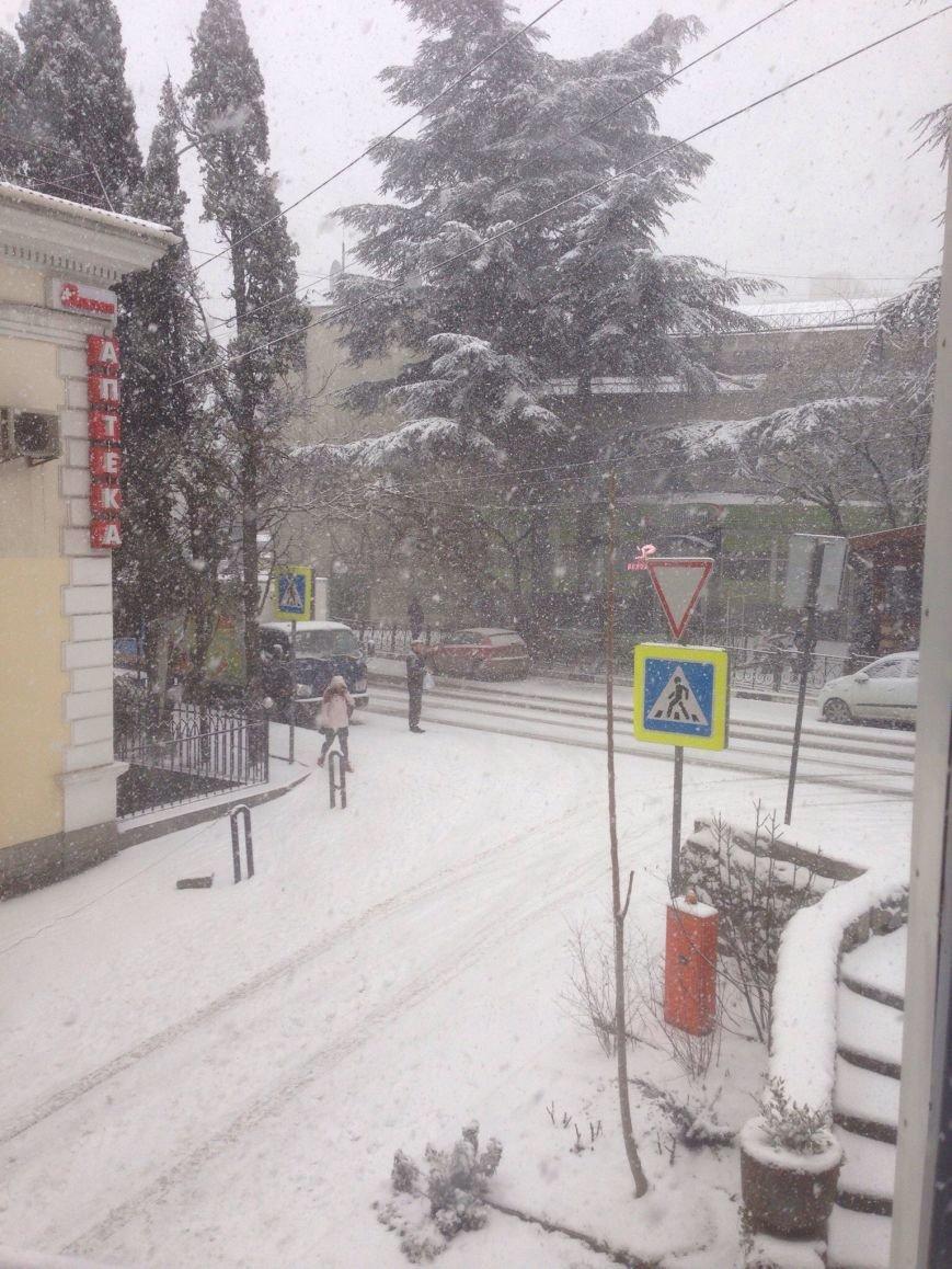 ФОТО: Ялту завалило снегом, фото-9