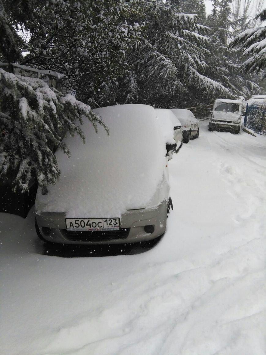 ФОТО: Ялту завалило снегом, фото-13