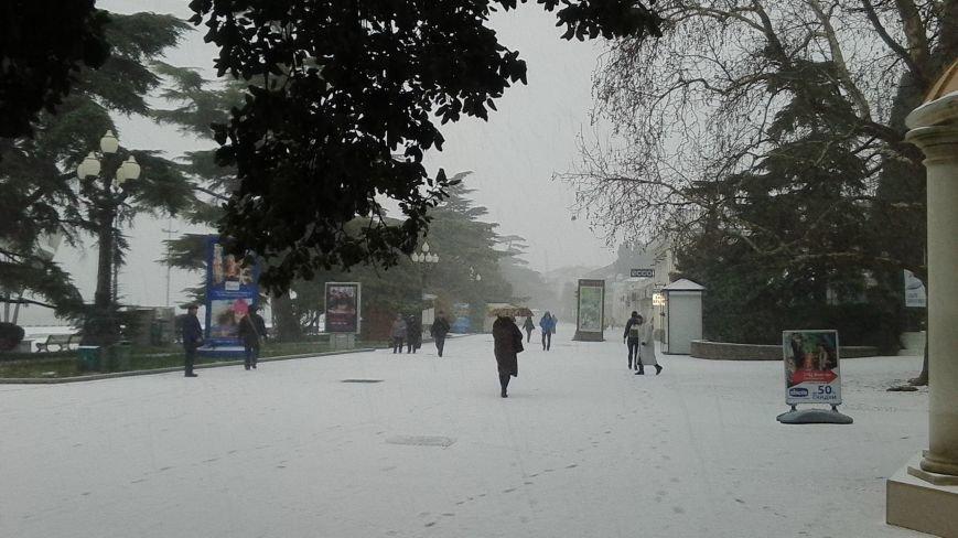 ФОТО: Ялту завалило снегом, фото-27