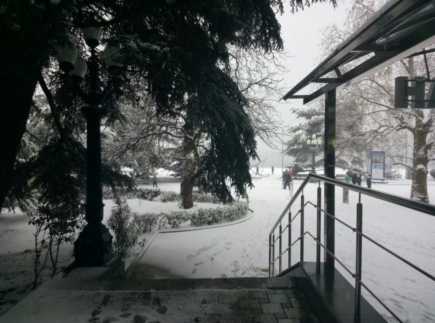 ФОТО: Ялту завалило снегом, фото-29