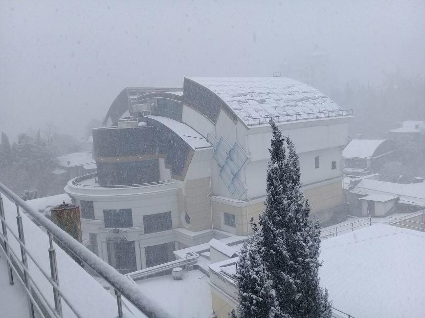 ФОТО: Ялту завалило снегом, фото-11
