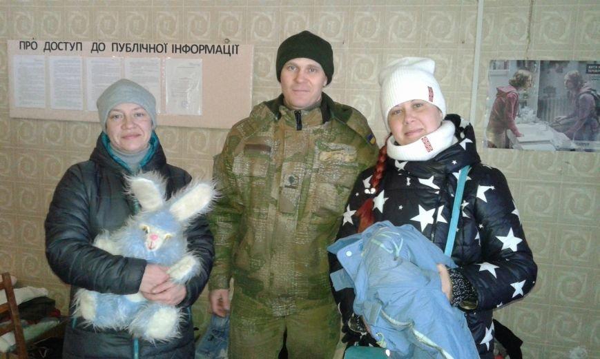 В Авдеевку привезли теплые вещи для нуждающихся (ФОТО), фото-1