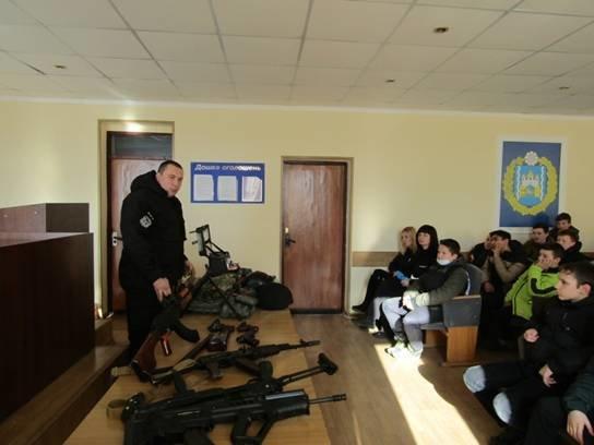 Школярі побували на екскурсії у Броварському відділу поліції (Фото), фото-4