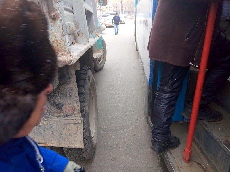 Одесситам зайти в трамвай мешал автохам на ЗиЛе (ФОТО), фото-5