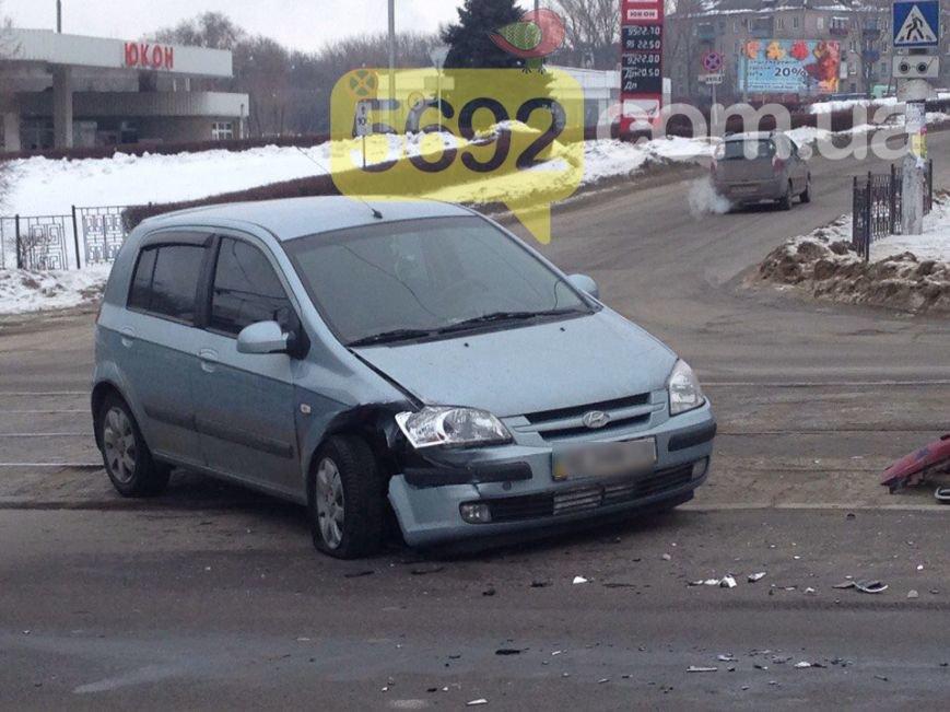 """В Каменском произошло ДТП возле """"Эльдорадо"""": один из его участников скрылся, оставив бампер с номером, фото-6"""