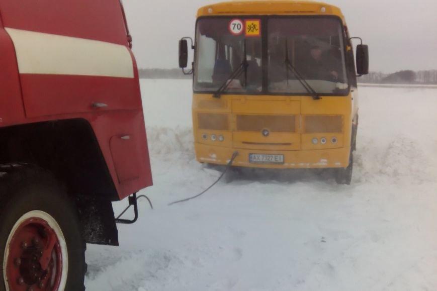 Харьковские спасатели освободили из снега автобус с детьми (ФОТО), фото-2