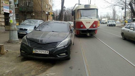 Одессит на Хюндай забыл, для чего по городу проложены рельсы (ФОТО), фото-1