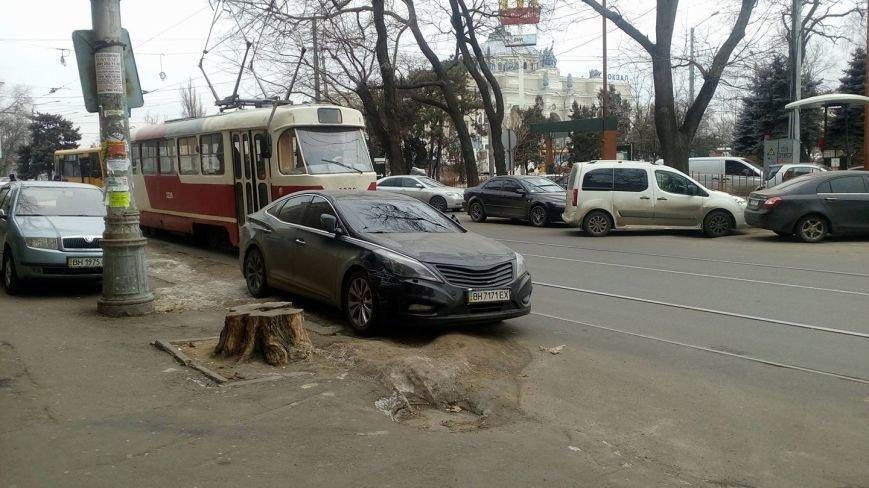 Одессит на Хюндай забыл, для чего по городу проложены рельсы (ФОТО), фото-2