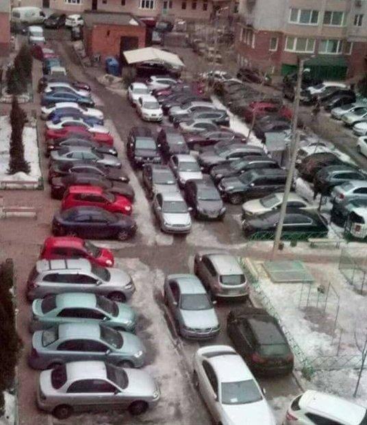 Не парковка, а тетрис: дикое фото одесского двора (ФОТО), фото-1