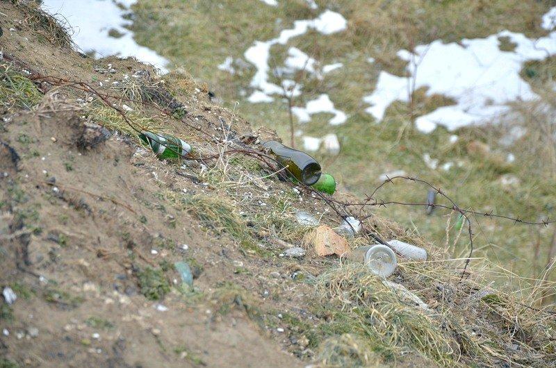 В одесской Аркадии бомжи «укрепляют» склоны мусором (ФОТО), фото-12