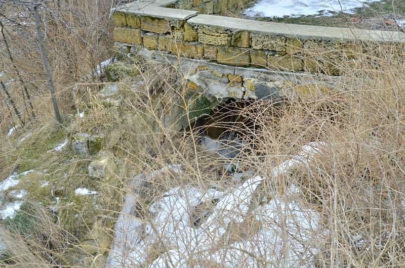 В одесской Аркадии бомжи «укрепляют» склоны мусором (ФОТО), фото-7