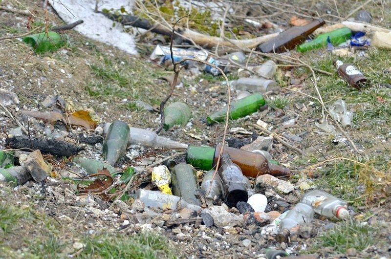 В одесской Аркадии бомжи «укрепляют» склоны мусором (ФОТО), фото-17