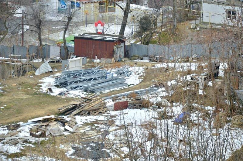 В одесской Аркадии бомжи «укрепляют» склоны мусором (ФОТО), фото-15