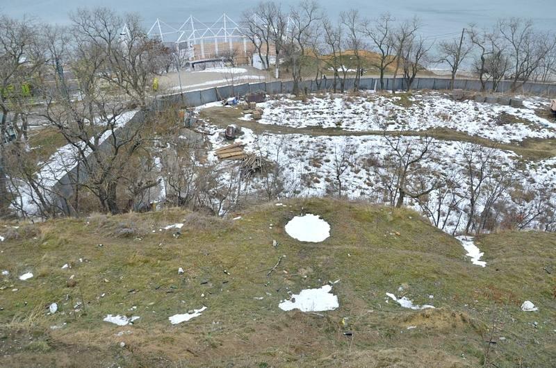 В одесской Аркадии бомжи «укрепляют» склоны мусором (ФОТО), фото-11