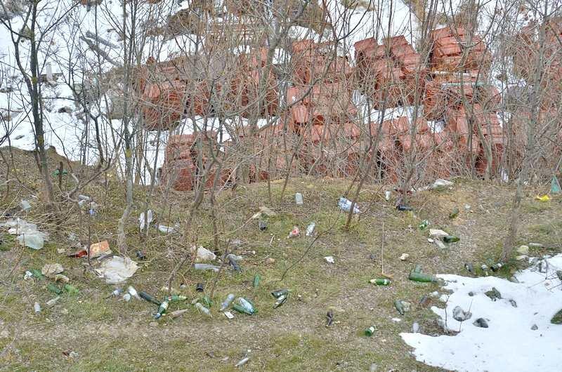 В одесской Аркадии бомжи «укрепляют» склоны мусором (ФОТО), фото-20
