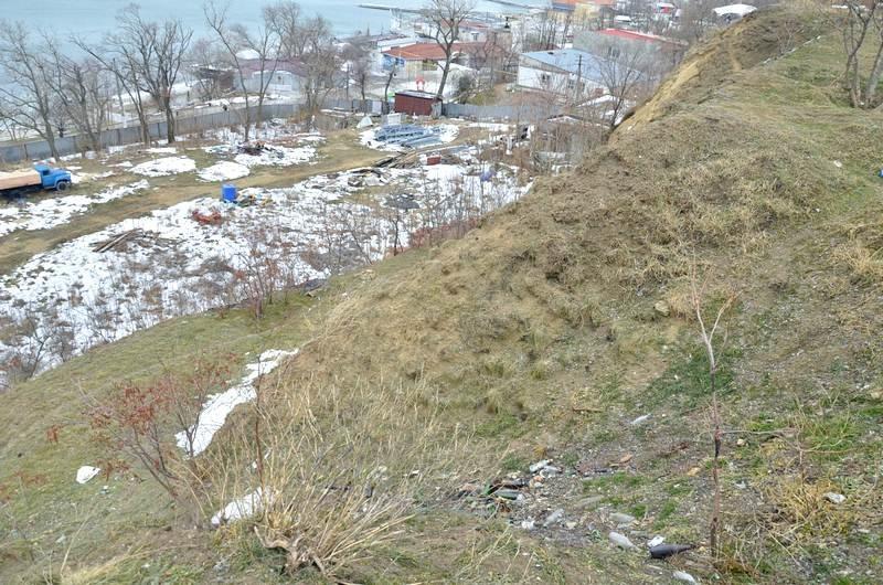В одесской Аркадии бомжи «укрепляют» склоны мусором (ФОТО), фото-10
