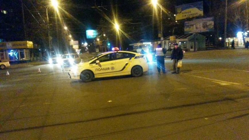 В Мариуполе  столб перекрыл движение на перекрестке проспектов Мира и Строителей (ФОТО), фото-1