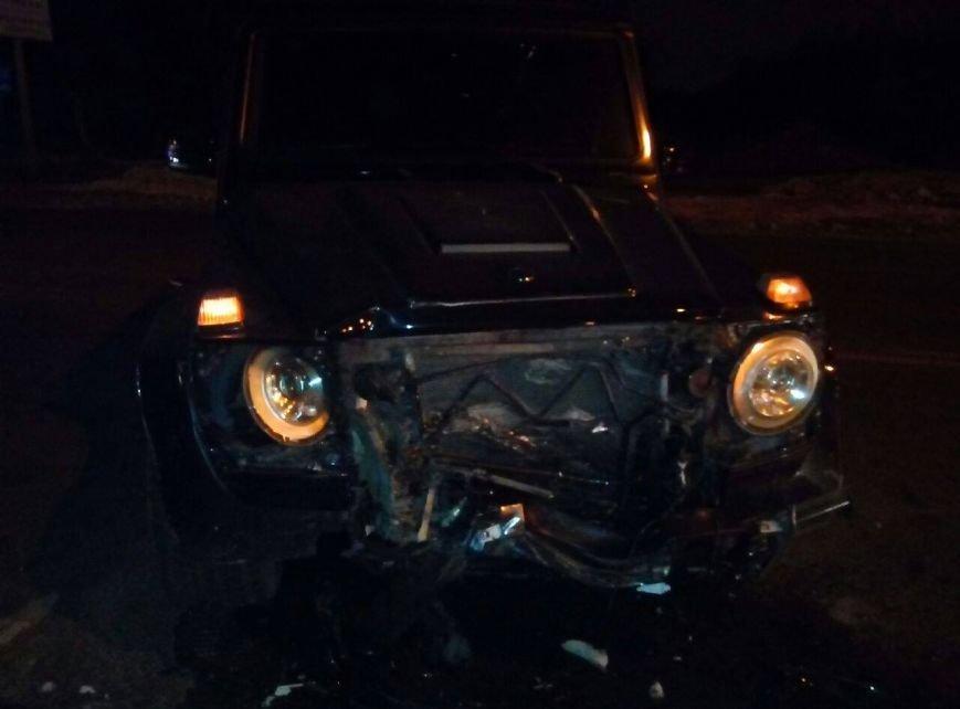 «Mercedes» возле одесского аэропорта снес два авто, есть пострадавший, фото-2