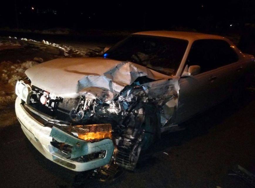 «Mercedes» возле одесского аэропорта снес два авто, есть пострадавший, фото-1