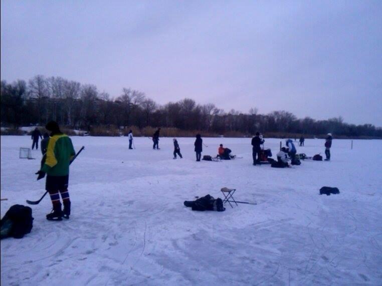 В Запорожье Гребной канал превратился в хоккейное поле, - ФОТОФАКТ, фото-1