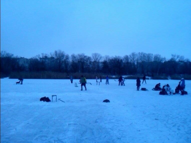 В Запорожье Гребной канал превратился в хоккейное поле, - ФОТОФАКТ, фото-2