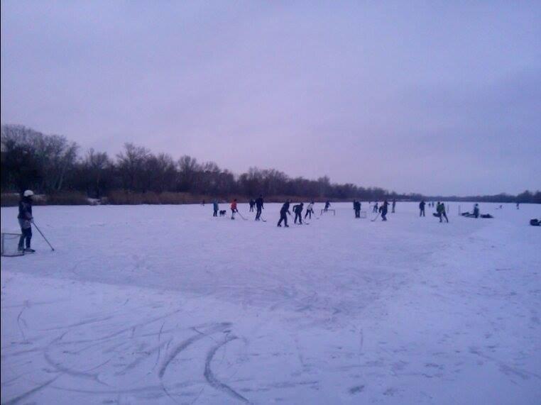 В Запорожье Гребной канал превратился в хоккейное поле, - ФОТОФАКТ, фото-3