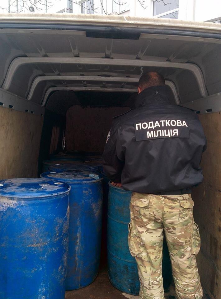 На Буковині силовики вилучили 3 тонни спирту (ФОТО), фото-3
