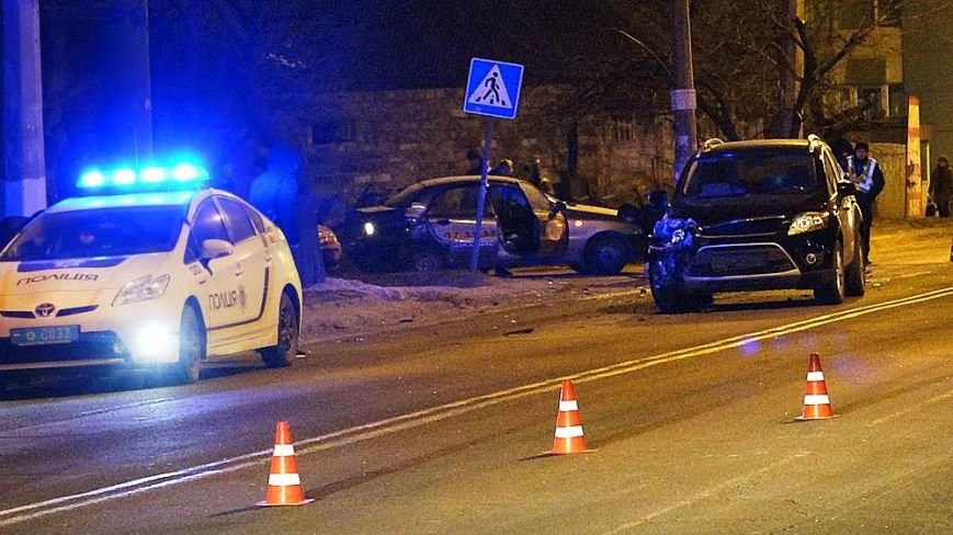 В Мариуполе на пр. Строителей сразу три автомобиля попали в аварию (ФОТО), фото-4