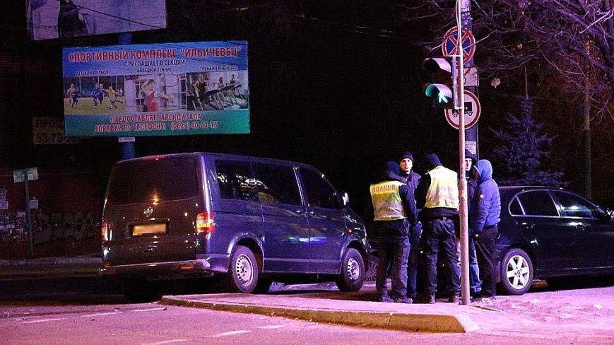 В центре Мариуполя легковушка врезалась в дерево (Фотофакт), фото-4