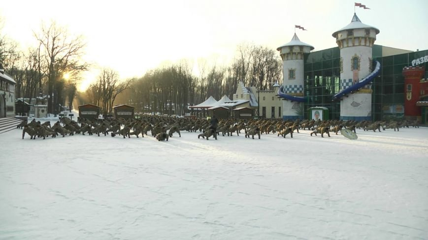 Две тысячи харьковских курсантов отжались в поддержку ветеранов АТО (ФОТО), фото-1