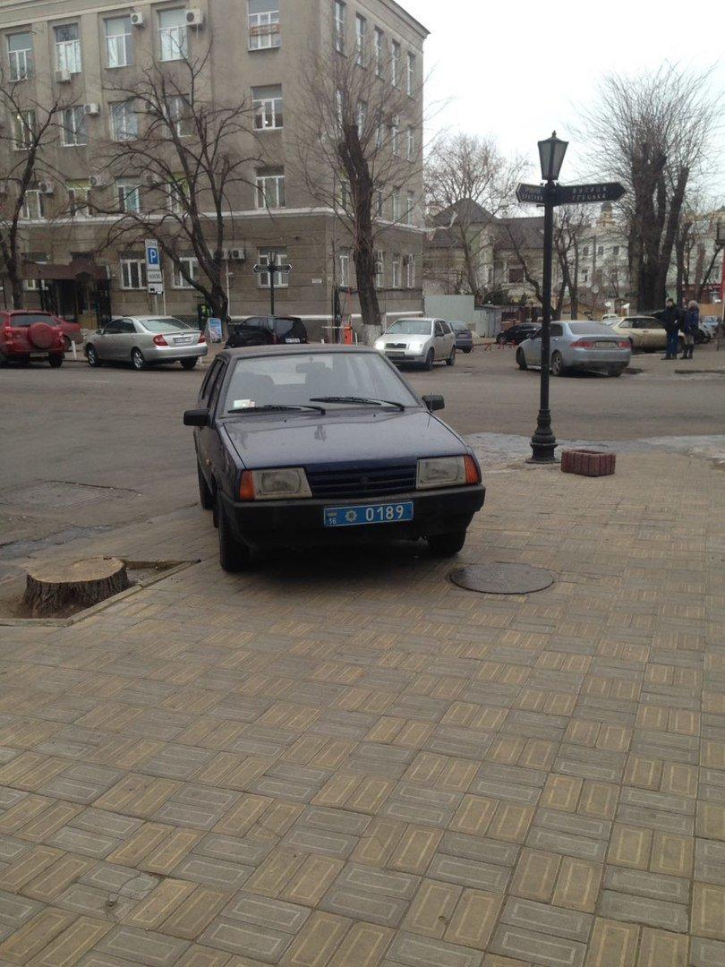 Парковка одесского полисмена шокировала соцсети (ФОТО), фото-1