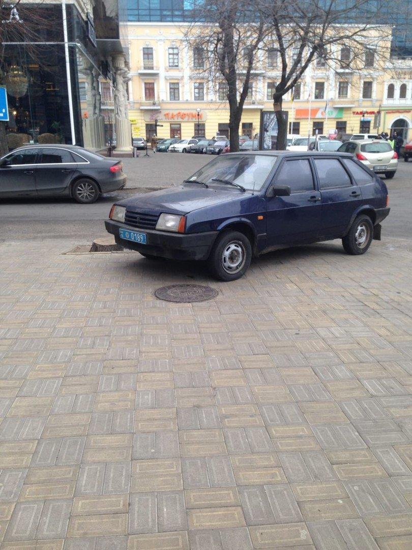 Парковка одесского полисмена шокировала соцсети (ФОТО), фото-2