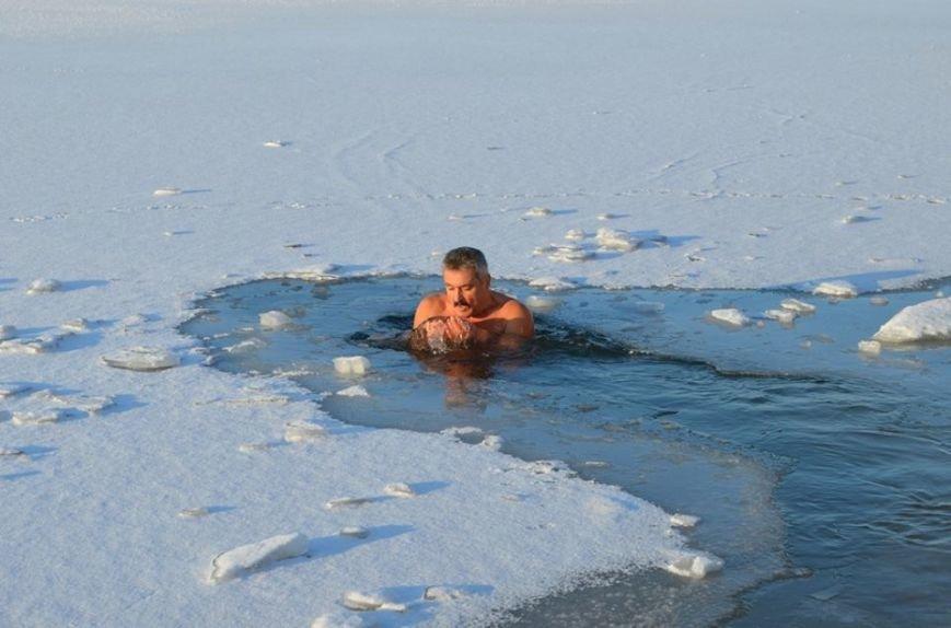 Бердянские экстремалы посвятили заплыв героям Крут, фото-7