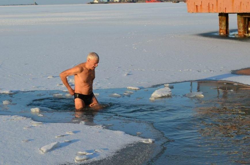 Бердянские экстремалы посвятили заплыв героям Крут, фото-11