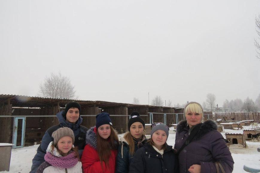 Волонтери  ЗОШ № 9 з благодійною місією  в черговий раз відвідали Новоград - Волинський притулок для собак, фото-1