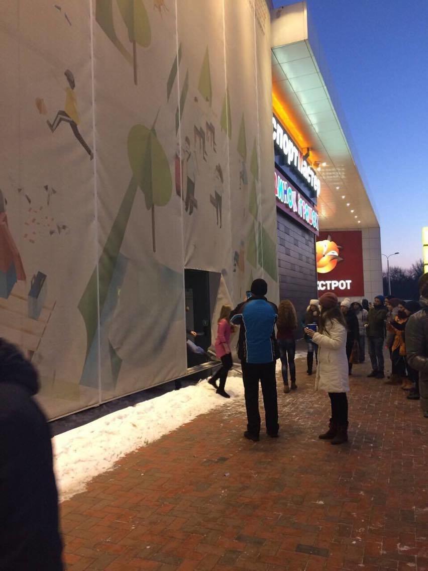 Эвакуация из ТЦ «Мануфактура» вызвала у сумчан панику (ФОТО), фото-2