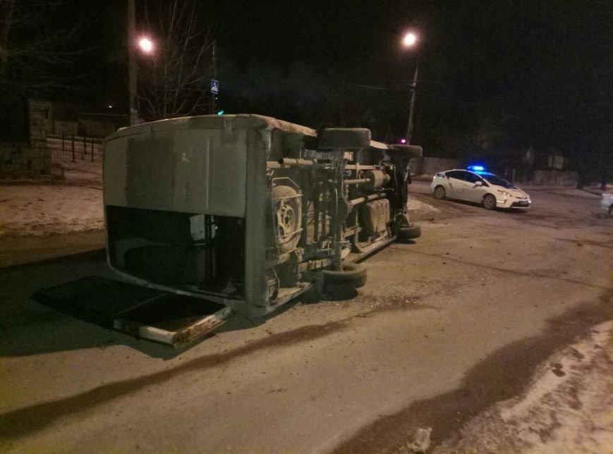В Запорожье перевернулась маршрутка, - ФОТО, фото-2