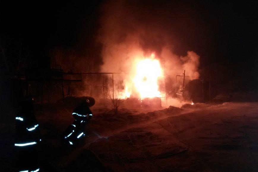 На Харьковщине горели емкости с мазутом. Пожар ликвидировали несколько часов (ФОТО), фото-1