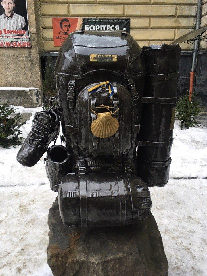 Усмішка, п'яничка і кентавр: ТОП-15 найцікавіших скульптур Львова, фото-1