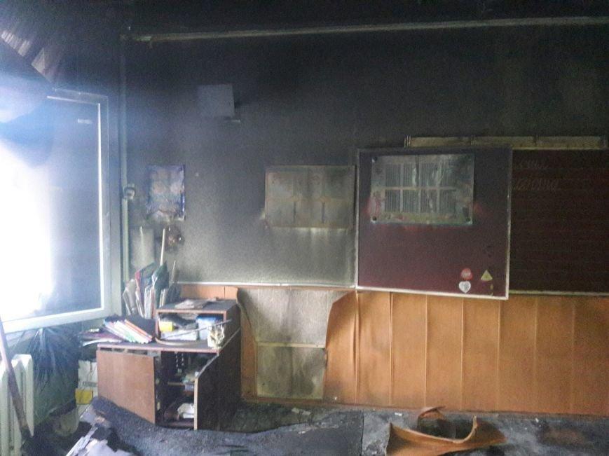 В Каменском произошел пожар в школе, фото-1