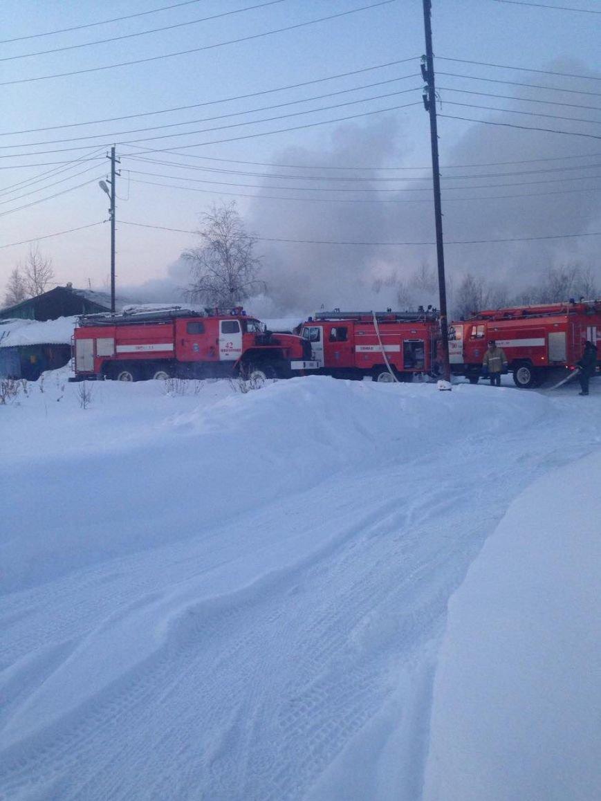 В Нижневартовске по очереди горели дома поселка Мостоотряд-69, фото-3