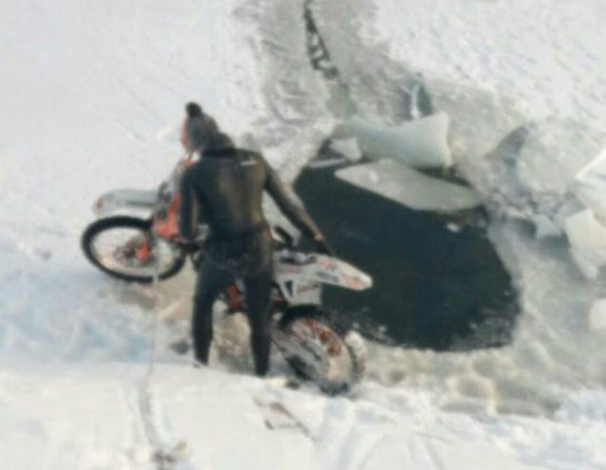На набережной в центре Харькова мотоциклист прыгнул в реку (ФОТО), фото-3