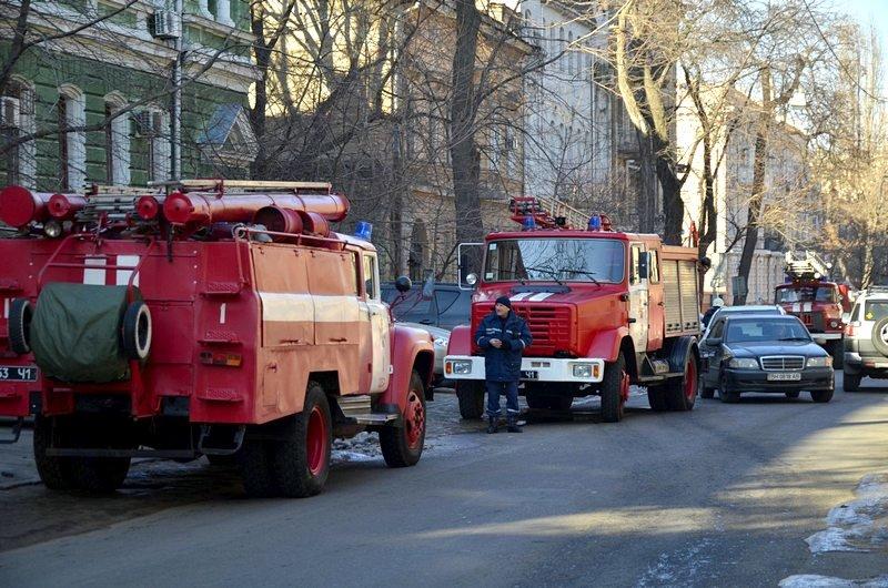 Утром в Одесском университете работали пожарные (ФОТО), фото-1