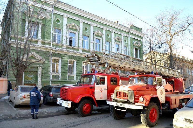 Утром в Одесском университете работали пожарные (ФОТО), фото-2