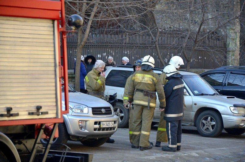 Утром в Одесском университете работали пожарные (ФОТО), фото-3